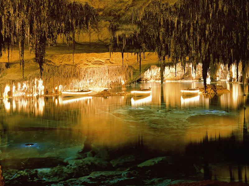 Фото подземное озеро в Пещерах Драч Майорка