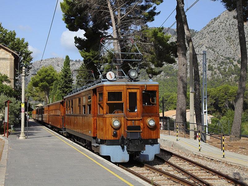 Фото старинный поезд из Пальмы в Сольер Майорка
