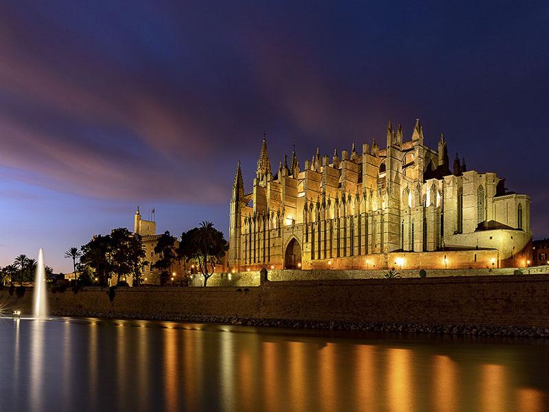 Изображение Кафедральный собор Пальмы де Майорка ночью