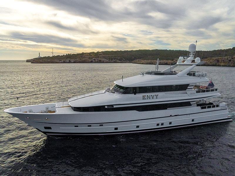 Фото яхты арендовать яхту люкс на Майорке
