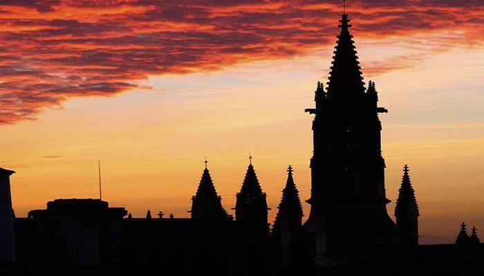 Фото церковь Святой Эулалии на Майорке на закате