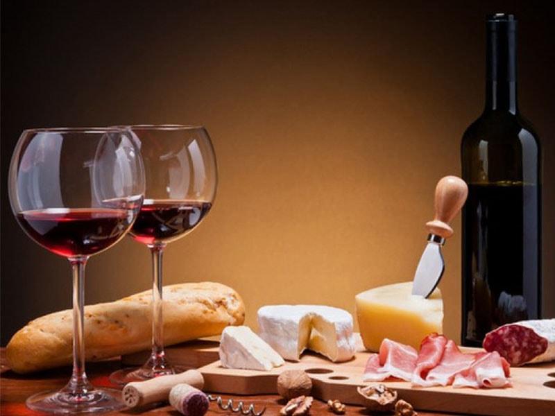 Изображение Вино Испании и Майорки в сочетании с закуской