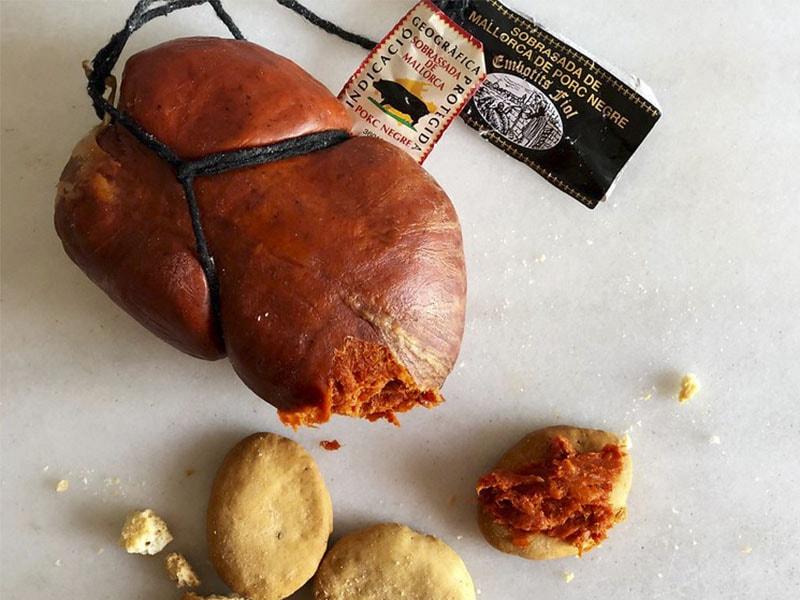 Фото традиционная колбаса Майорки Собрасада