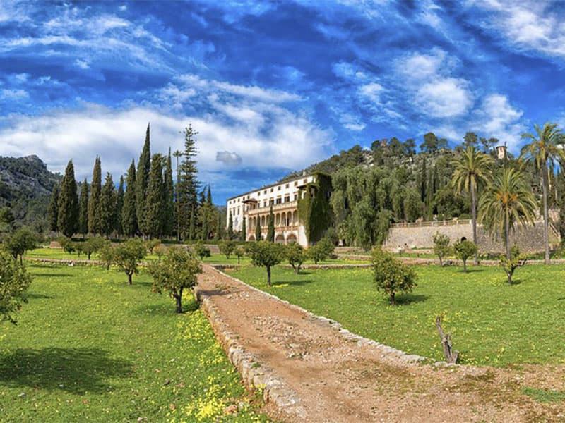 Фото вид на поместье Райша на острове Майорка