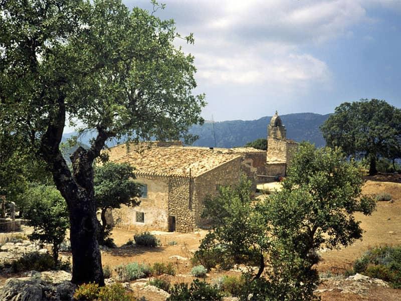 Фото Пешая прогулка в замок Аларо на острове Майорка, прогулка по горам