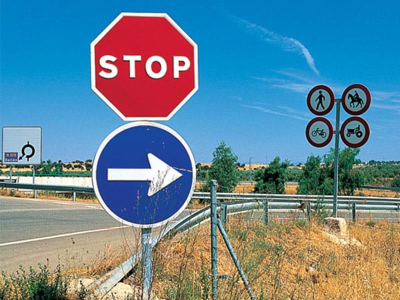 Фото дорожные знаки на дорогах Испании